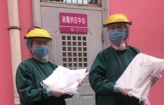 疫情当前防护用品紧缺 市妇幼保健院自制防护面罩