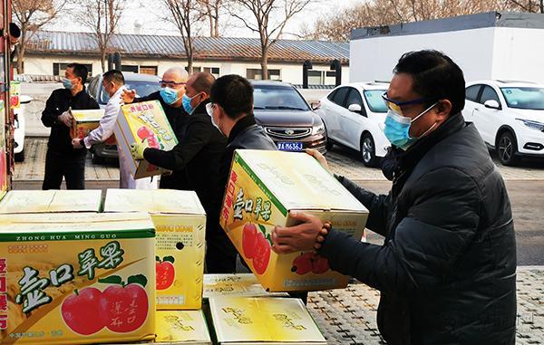 700箱爱心苹果送一线 致敬抗击疫情医护工作者